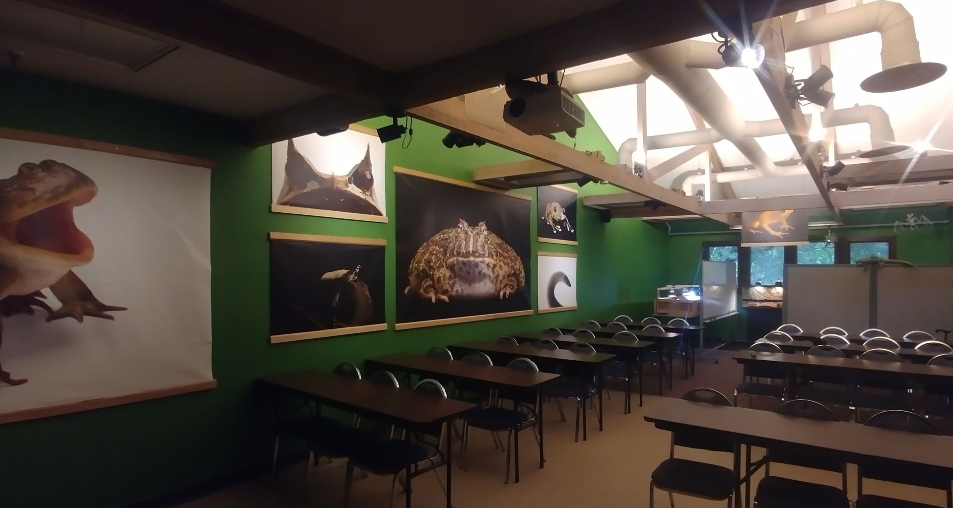 Amphibious AF Meeting Room